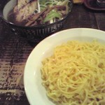 はと車 - 竹炭ラーメン はと車@神保町 野菜つけ麺