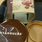 スターバックス・コーヒー - お約束のフタが3つ