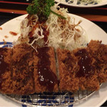 tonkatsumaisen - 甘口ソースと辛口ソースをかけた