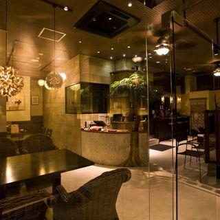 南国バリ気分を満喫♪リゾート感溢れる癒し空間でお食事を。