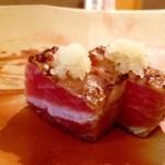 鮨 そえ島 - ◆ボストンの鮪・・この時期のボストン鮪は質もよく美味しいそうです。 ヅケにして軽く炙っていただきますが、鮪の旨み甘みを感じ美味しいこと。