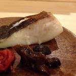 鮨 そえ島 - ◆鰛(まながつお)・鮑角の煮物・梅添え