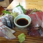 平塚漁港の食堂 - おまかせ刺盛膳の刺し盛り