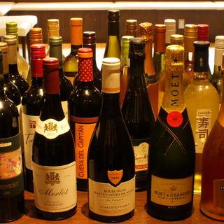 世界中から厳選!ワインボトル60種以上の豊富な品揃えが自慢!