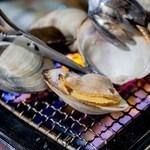 日本のお酒と浜焼料理‐ウラオンサカバ‐ - 卓上コンロで浜焼きをお楽しみいただけます