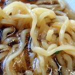 ラーメン つくも - 柔らかめの中太麺