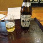 とんかつ武蔵野 - まずはビールで喉を潤す