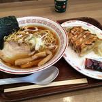 71552816 - 浜松餃子と醤油らーめんのセット990円