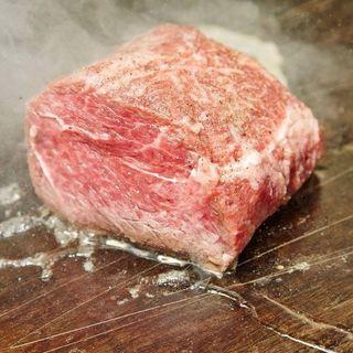 これを食べなきゃ始まらない!大迫力☆名物【サーロインの塊肉】