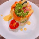 71555142 - 海老とポテトとツナのケーキ風のサラダ
