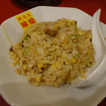 郭 政良 味仙 - 食べかけではないかと思うほど盛り付けの汚い半ニンニクチャーハン(400円税込)