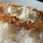 71557280 - これがハマル美味さ!タルタルソースのせ塩とんかつオンザライス!タマラン…。