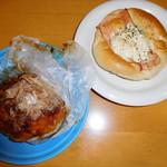 71557945 - 【2017.3】ラジオのタイアップ商品。左 たこやきパン 右 ベーコンエッグのパン