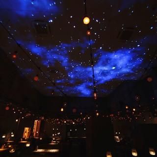 天井にはプラネタリウムも♪ゆったりできるおしゃれな空間