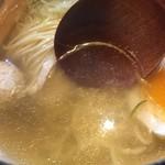 支那そば かりん - 塩そば(750円)スープ