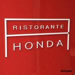 リストランテ・ホンダ - 赤の看板がトレードマーク