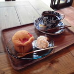 71576505 - ピンクグレープフルーツのマフィンとお代わりブレンドコーヒー