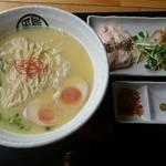 71579104 - 煮玉子鶏白湯らーめん(815円)