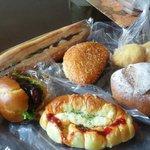 Bakery Genki - ウィンナーパンや照り焼きパンなど