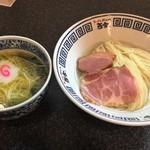 ラーメン而今 - あっさり塩・鶏塩つけ麺(800円)