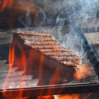 豪快に焼き上げる塊肉