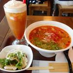 春水堂 - ピリ辛トマト担々麺のセット