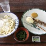 うええだうどん - 料理写真:冷やしうどんとタマゴ、スジ肉