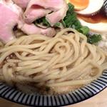 71594653 - 特製煮干醤油らーめん(麺のアップ)