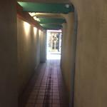 71596008 - 通路を抜けた所に店の玄関が有ります。