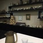 夢玄 - 店内には陶芸品がずらり