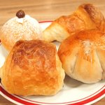 ジャクソンステーキ&グリル - ジャクソンステーキ(150g) 1382円 の自家製パン
