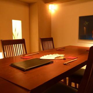 ご宴会・接待・デートなど個室最大12名様まで承ります。