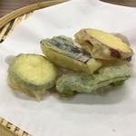 白樺食堂 - 天ぷらだって4品(ナス、ピーマン、サツマイモ、ズッキーニ)