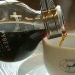 いるか喫茶バー - ホットコーヒー ¥400 煎りたて挽きたてサイフォン1杯だて。サイフォンなのにドライな飲み口。