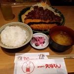 71600107 - わらじ定食1600円+税(みそだれとソースの半々)