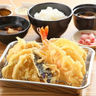 【ごはんおかわり自由!】ランチ天ぷら定食¥790~