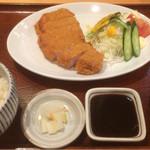 豚捨 - トンカツ定食(980円)