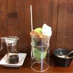 かぐらちゃかプチ - かぐらちゃかぱふぇ 648円(税込) 黒蜜&きな粉 かけ放題♪