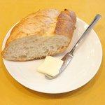 レストラン キヅカ - 銘柄豚ロース肉グリル 1080円 のパン、バター
