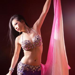 【毎週金・土】大盛り上がりのベリーダンスショーを開催!