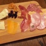 ナスシオバルウニコ - ハム盛り合わせSとチーズ盛り合わせS