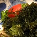 寅八商店 - 海ぶどうとトマトのサラダ