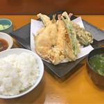 天ぷら 筧 - スペシャル天ぷら定食(海老2尾、穴子1本、キス、白身魚、帆立、いんげん、ピーマン、みょうが)