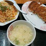 大阪王将 - キムチ炒飯、餃子