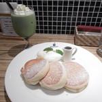 パンケーキ&スイーツ ブラザーズカフェ - 抹茶ラテとスフレパンケーキ