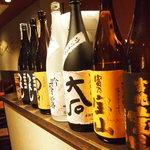 GEN - 厳選されたお酒が各種いただけます。