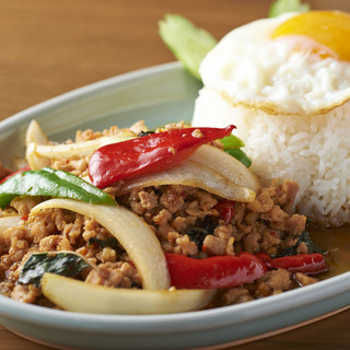 【人気メニュー】鶏挽肉のホーリー・バジル炒め