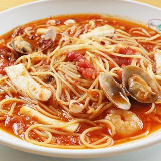 海の幸の辛口ガーリックのスパゲッティ