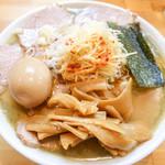 自家製中華そば としおか - 料理写真:塩チャーシュー麺