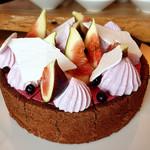 ザ・レストラン by アマン - 無花果とカシスのムース@美しい!ショコラのジェノワーズ、味はカシス強め。フレッシュの無花果とともに。